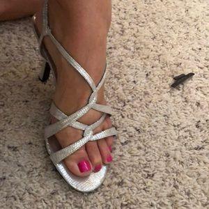 Kelly & Katie strappy silver sandal size 8